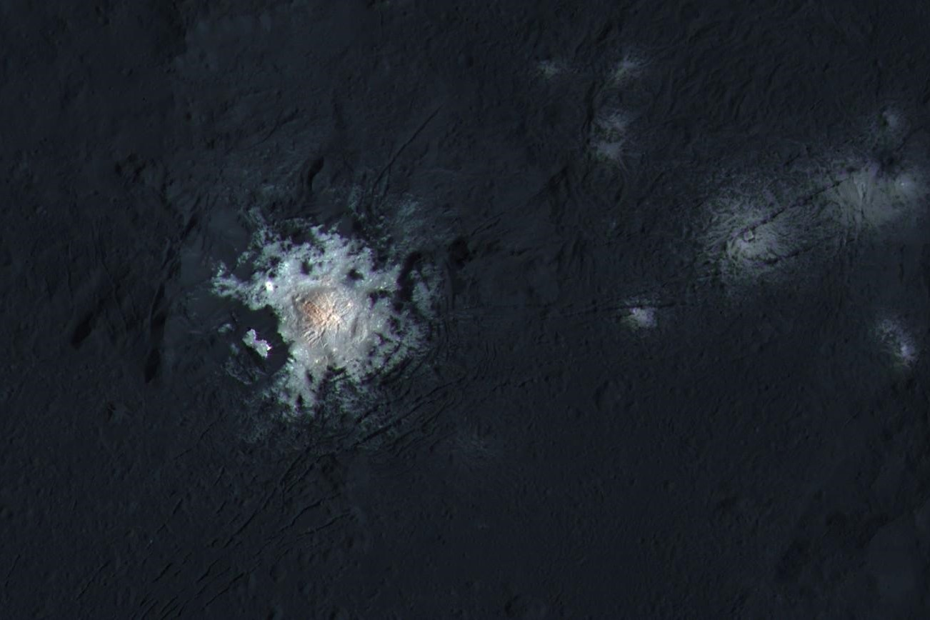 The bright spots of Occator Crater in enhanced color
