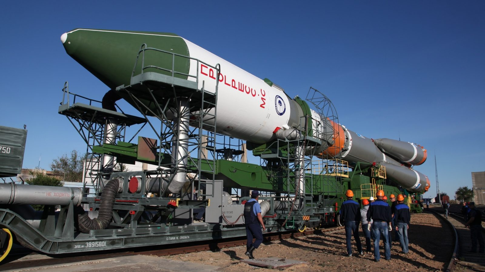 Soyuz 2.1a / Progress MS-06 rollout