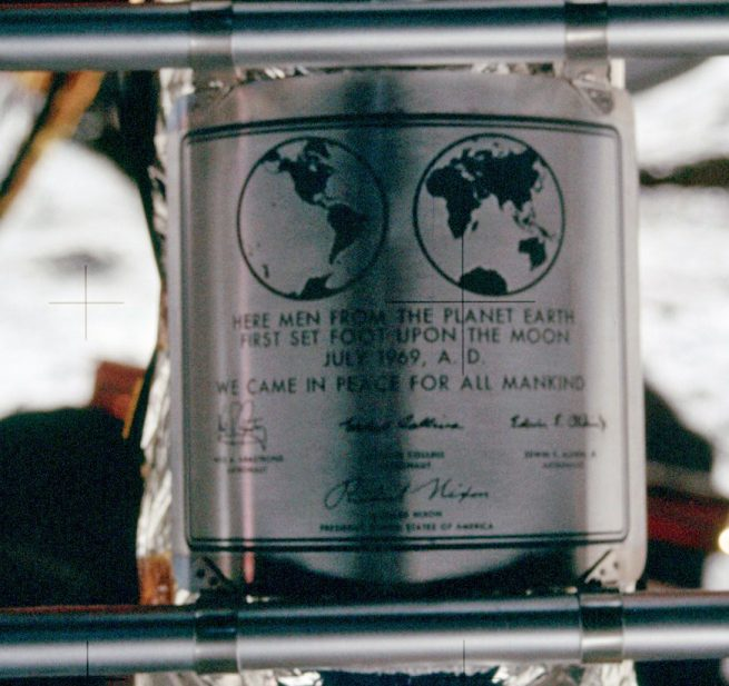 Apollo 11 plaque