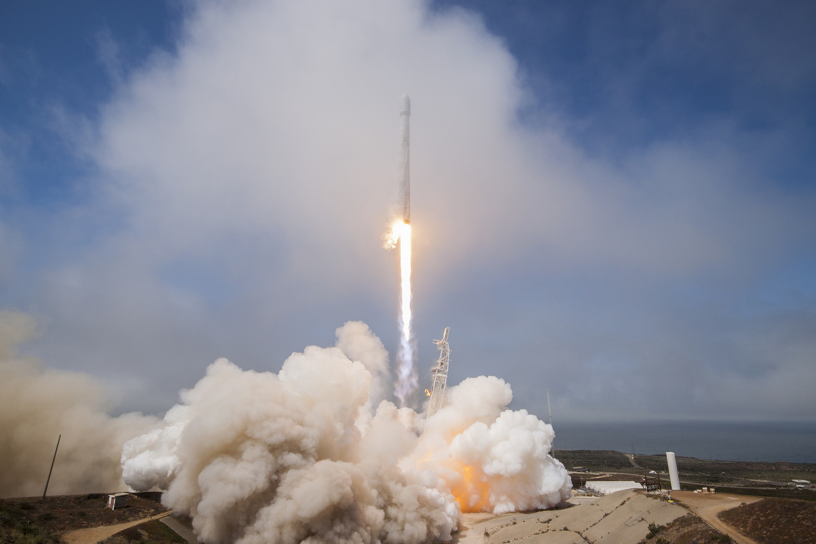 Falcon 9 launches all-Taiwanese Formosat-5 into orbit ...