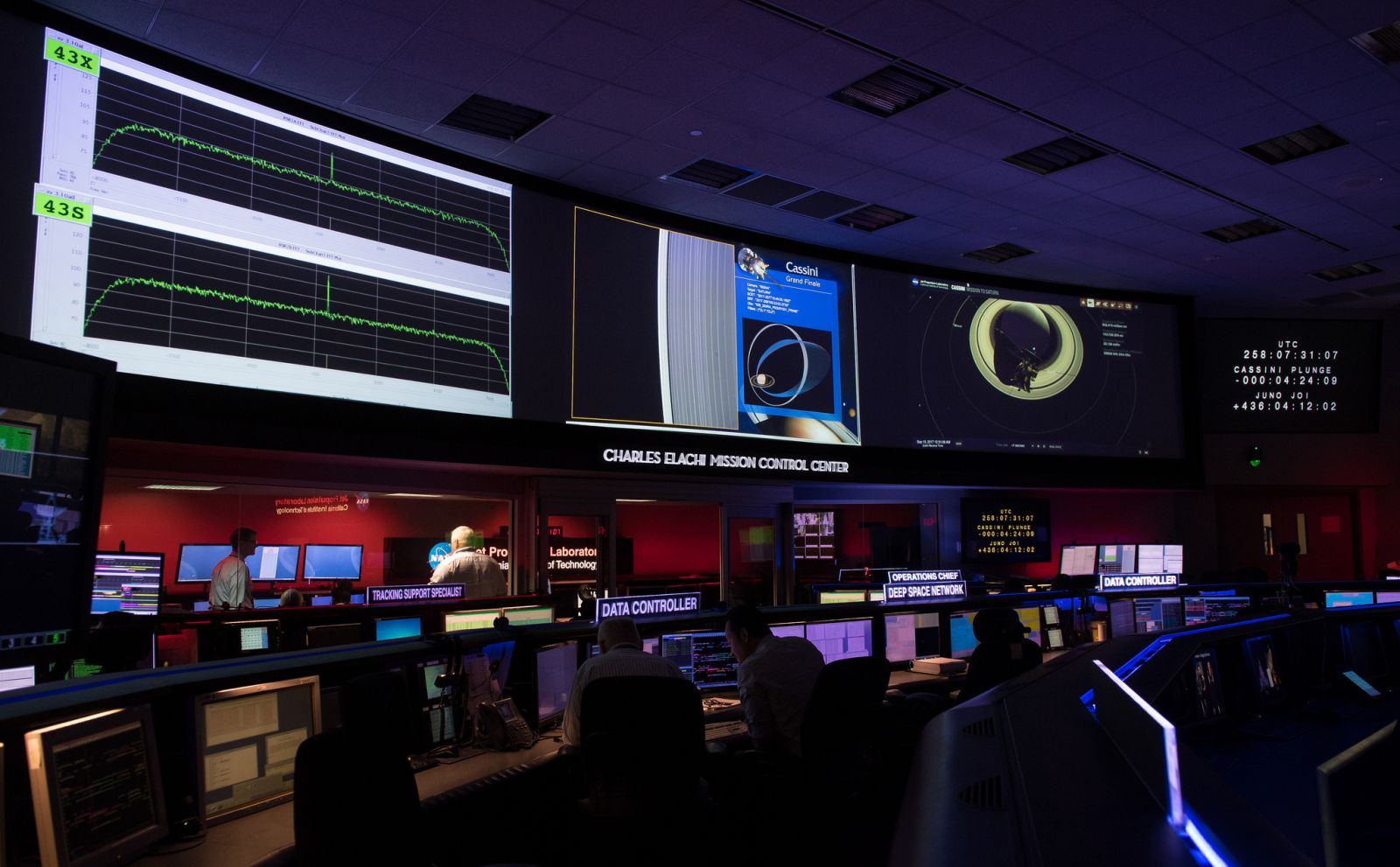 The final images transmitted from Cassini are displayed on screen. Photo Credit: Joel Kowsky / NASA
