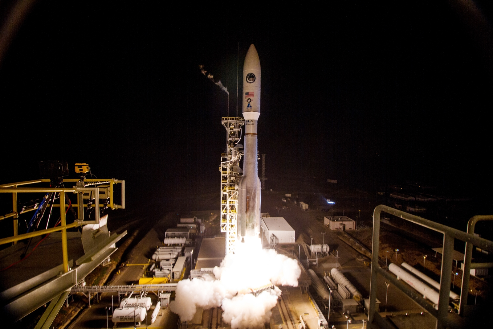 Atlas V rocket blasts off from Vandenberg Air Force Base