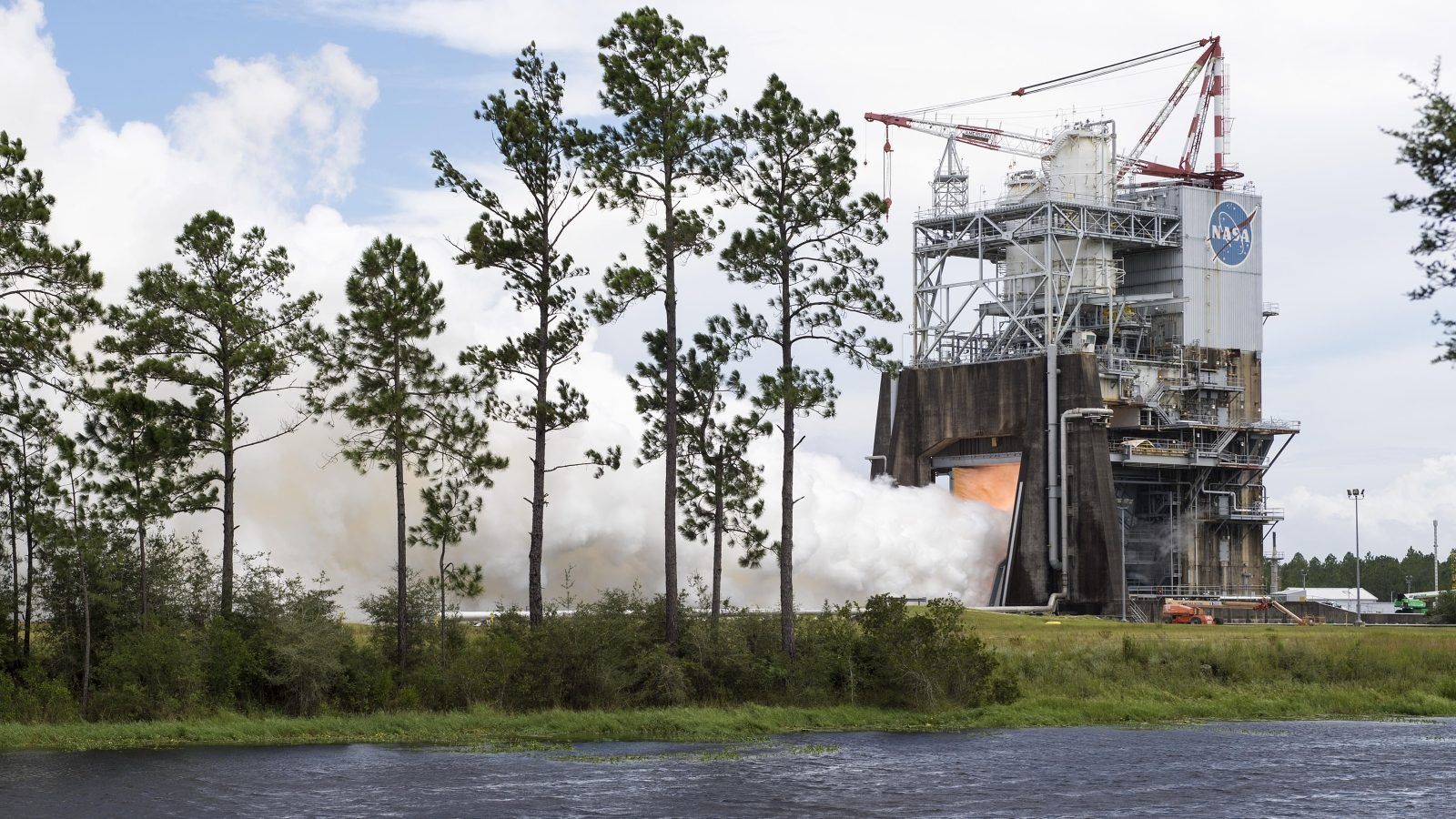 RS-25 engine test on August 30, 2017