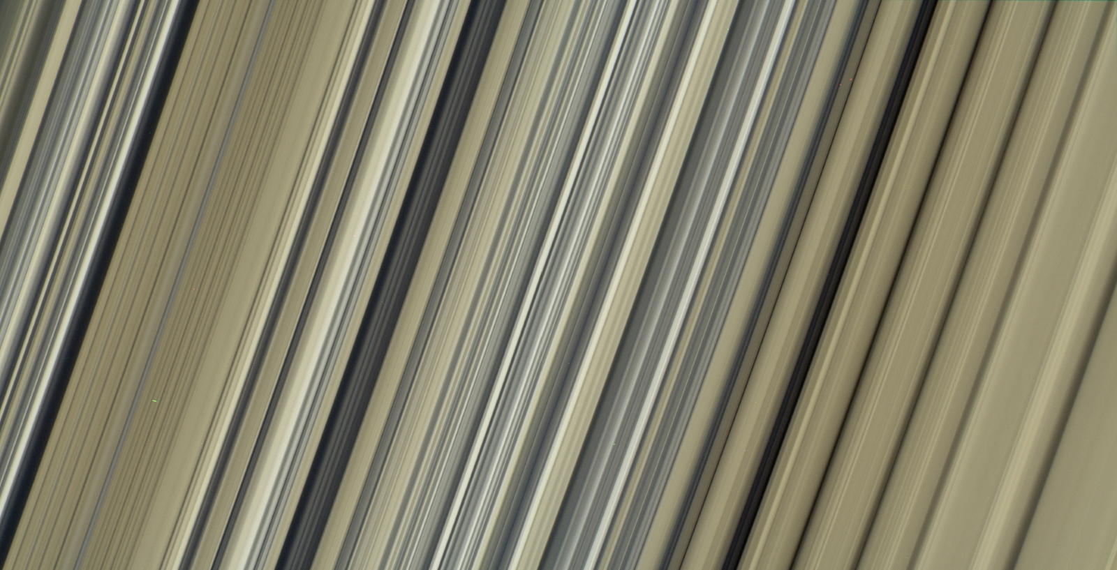Colorful Structure of Saturn's rings at fine scales
