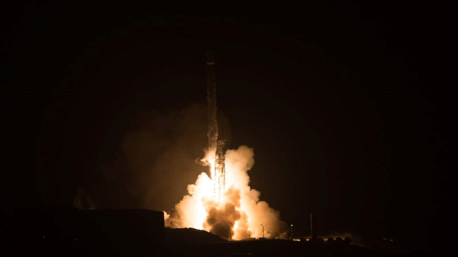 Launching before dawn, the Falcon 9 sends 10 Iridium NEXT satellites into space for the Iridium-3 mission. Photo Credit: Vandenberg Air Force Base