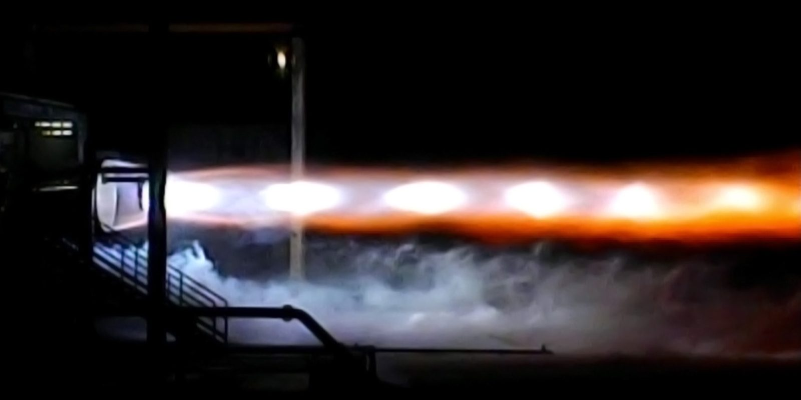 BE-4 engine hot-fire test