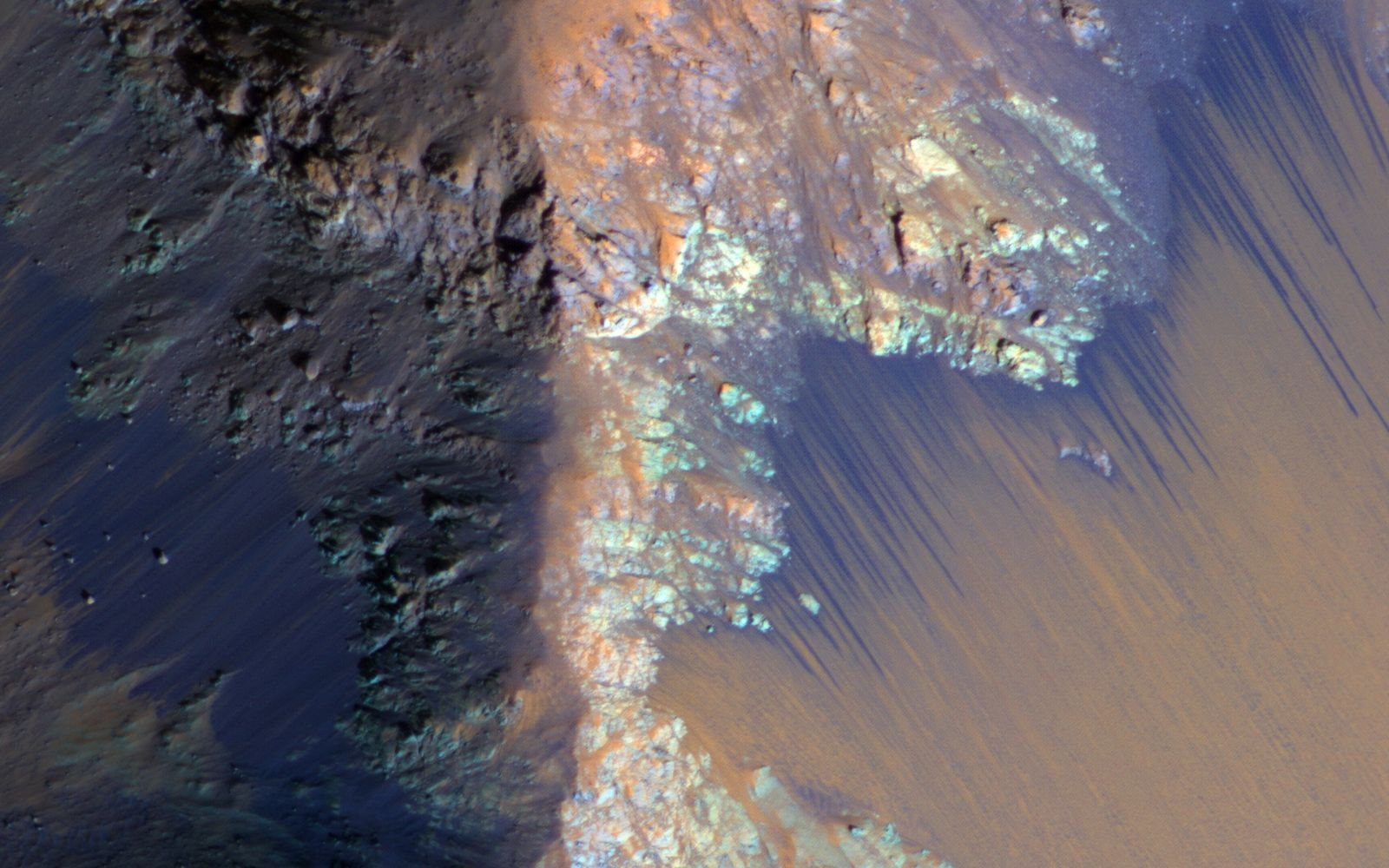 Recurring slope linea, or RSL, in an image captured by the HiRISE camera on the Mars Reconaissance Orbiter. (Image: NASA)