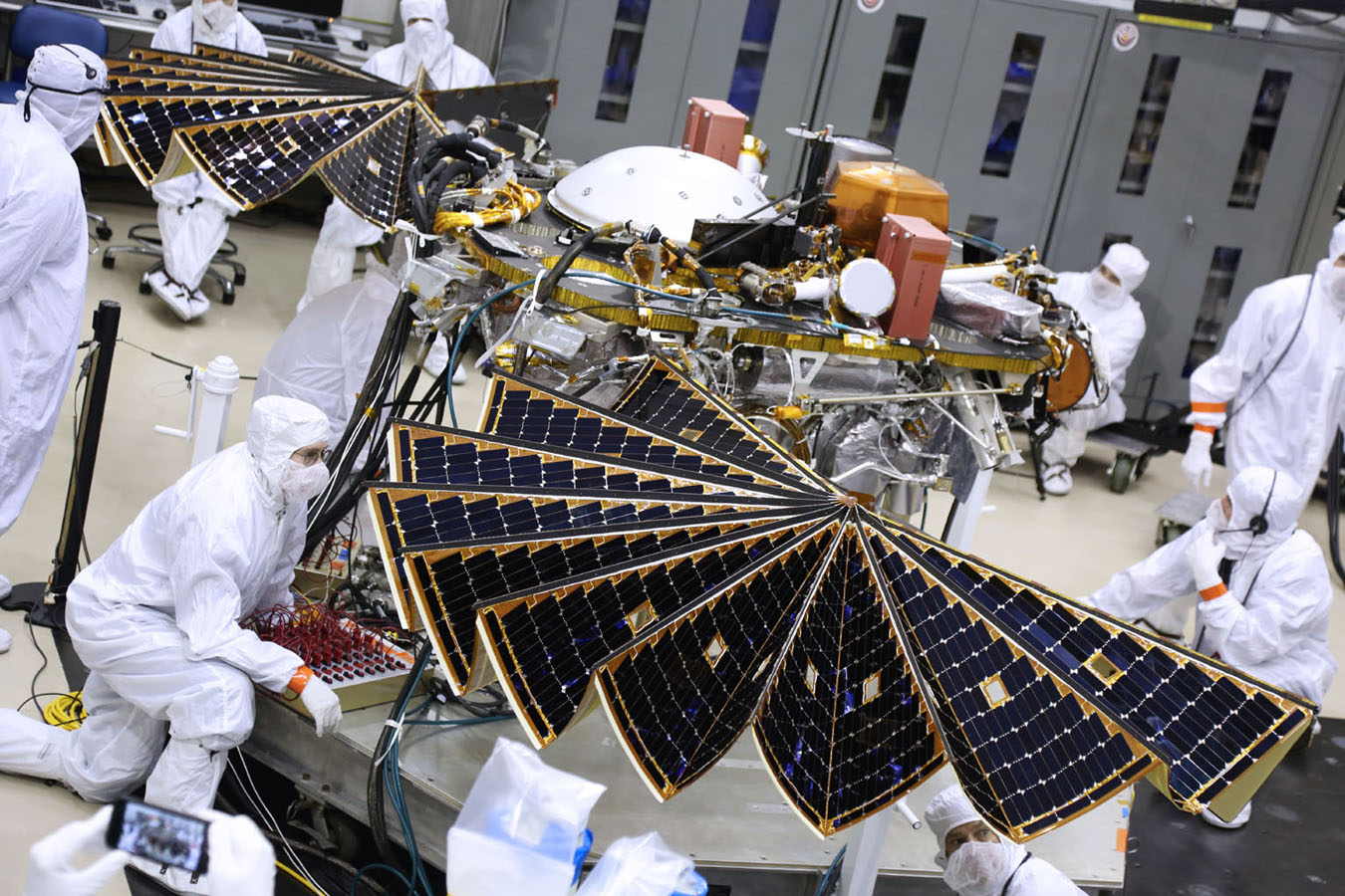Large Solar Arrays Deployed During Tests Of New Mars