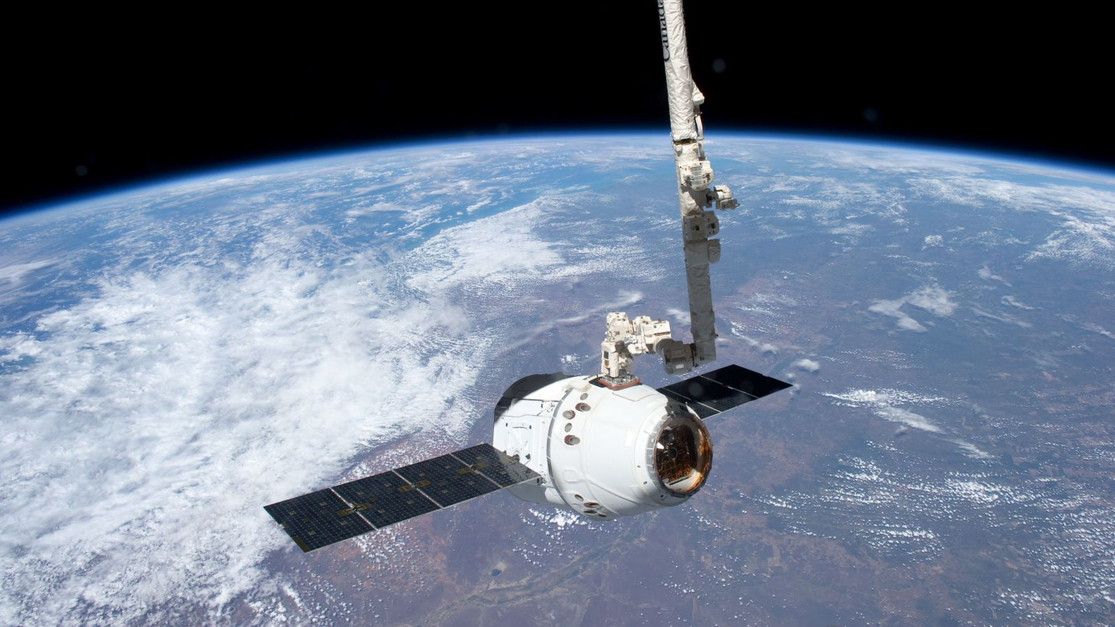 Canadarm2 grapples a SpaceX Dragon capsule from free flight to berth it to the ISS. Photo Credit: NASA