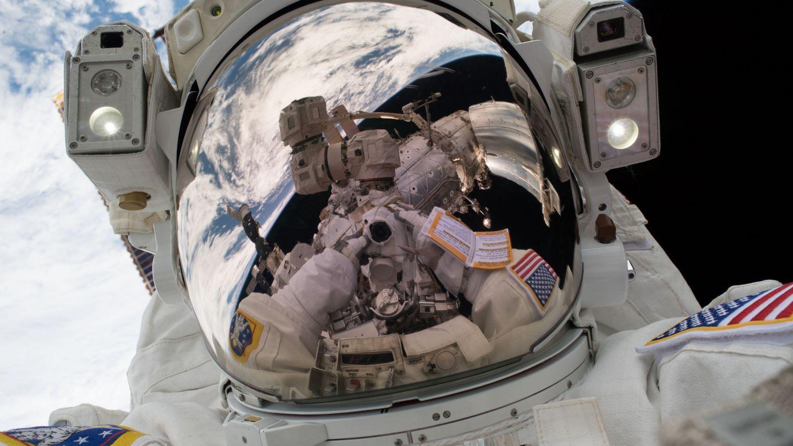 "NASA astronaut Mark Vande Hei takes a ""space-selfie"" during U.S. EVA-47, the first spacewalk of 2018. Credit: Mark Vande Hei / NASA"