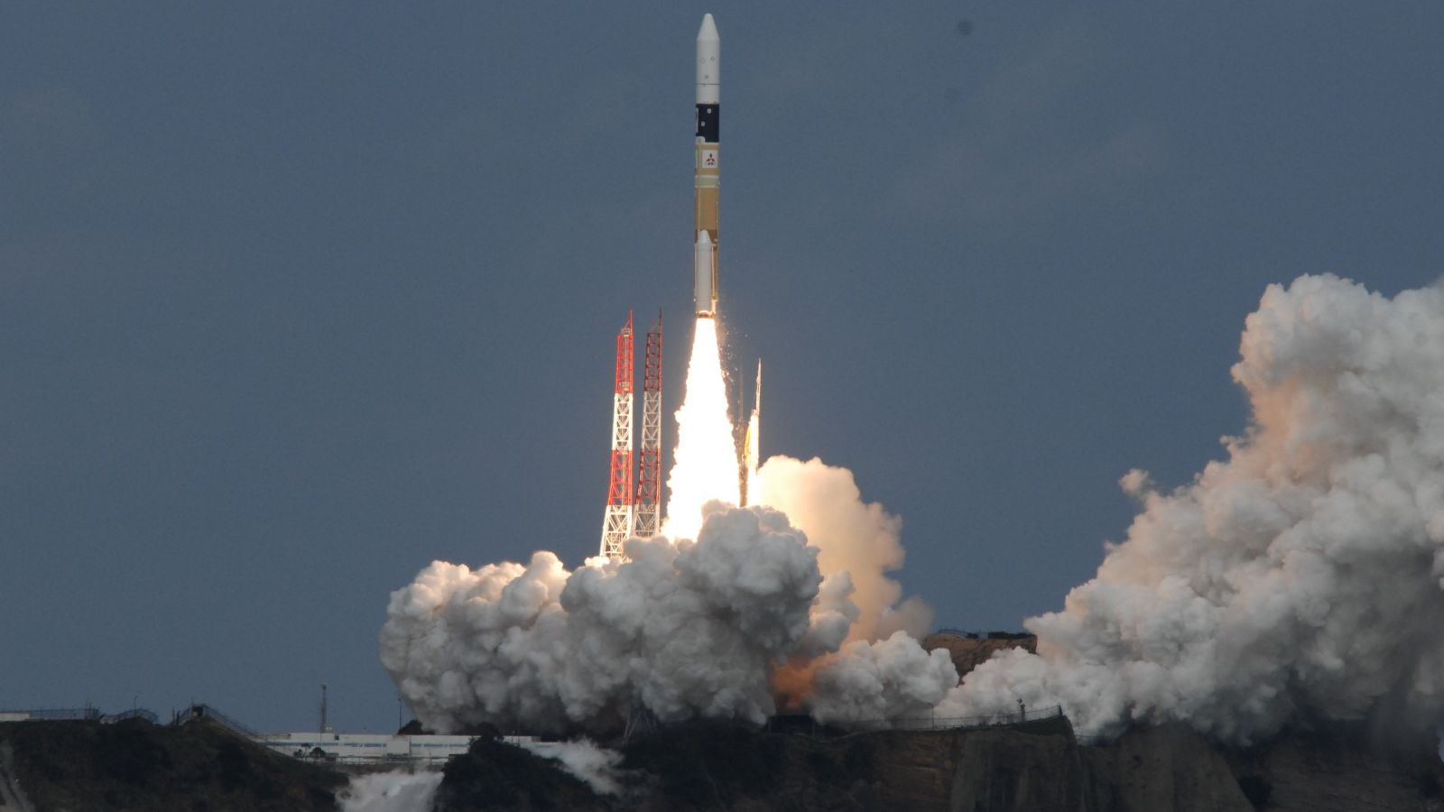 H-IIA rocket soars int...