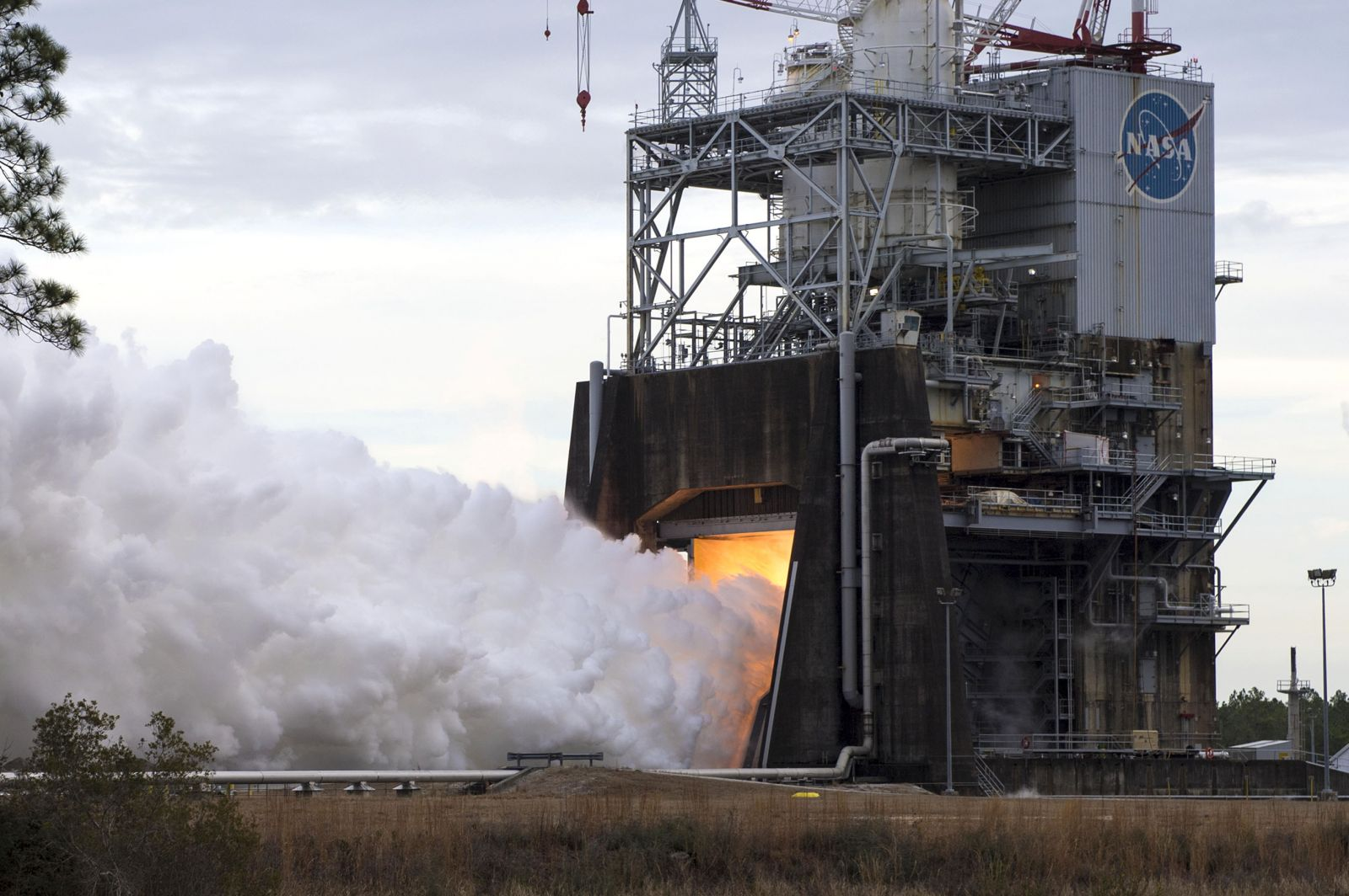 File photo of a previous RS-25 engine test. NASA plans to use the RS-25 on the first flights of the agency's new Space Launch System. Photo Credit: NASA