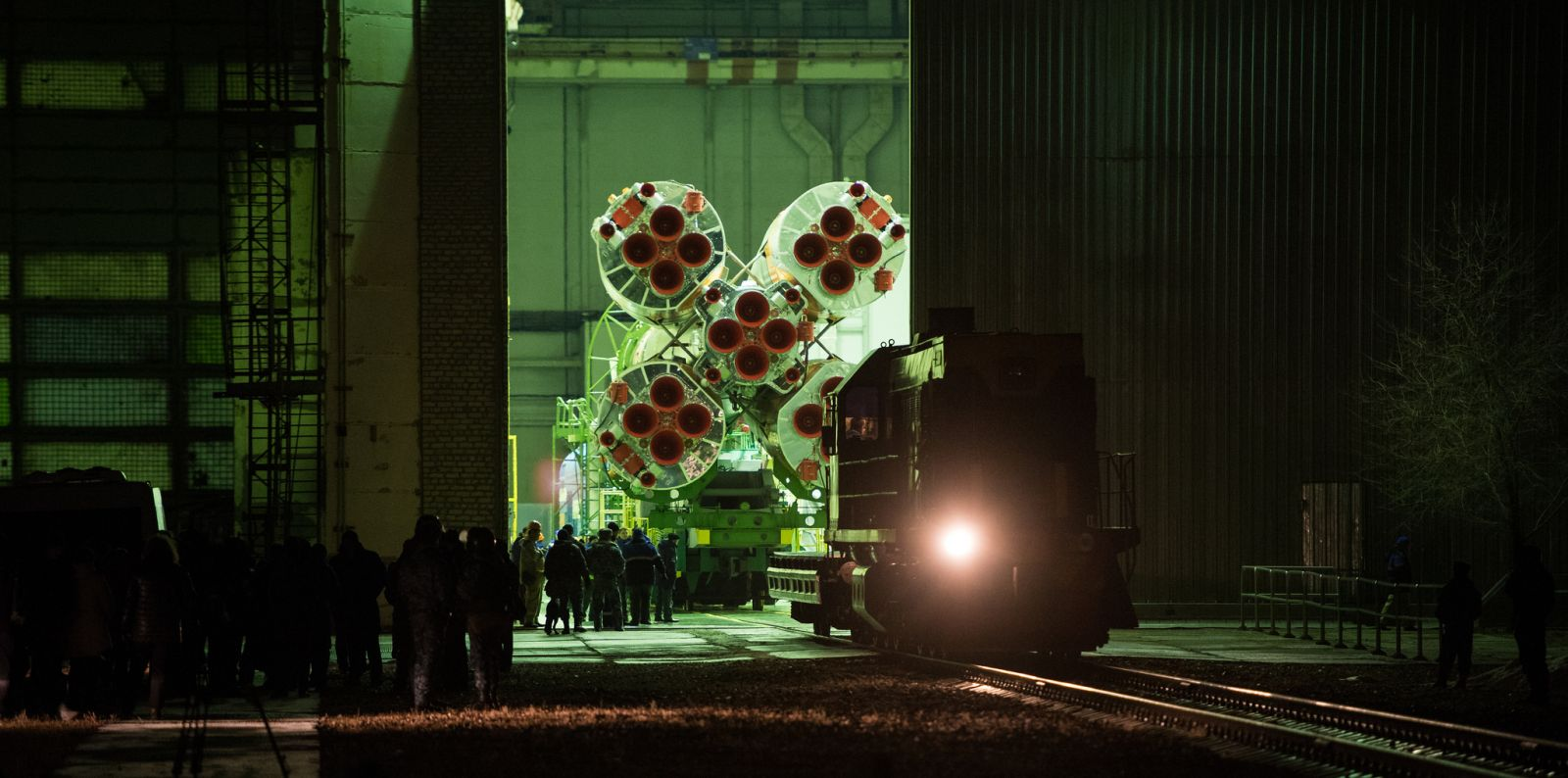 On the morning of March 19, 2018, the Soyuz-FG rocket with Soyuz MS-08 is rolled out from Building 112. Photo Credit: Joel Kowsky / NASA