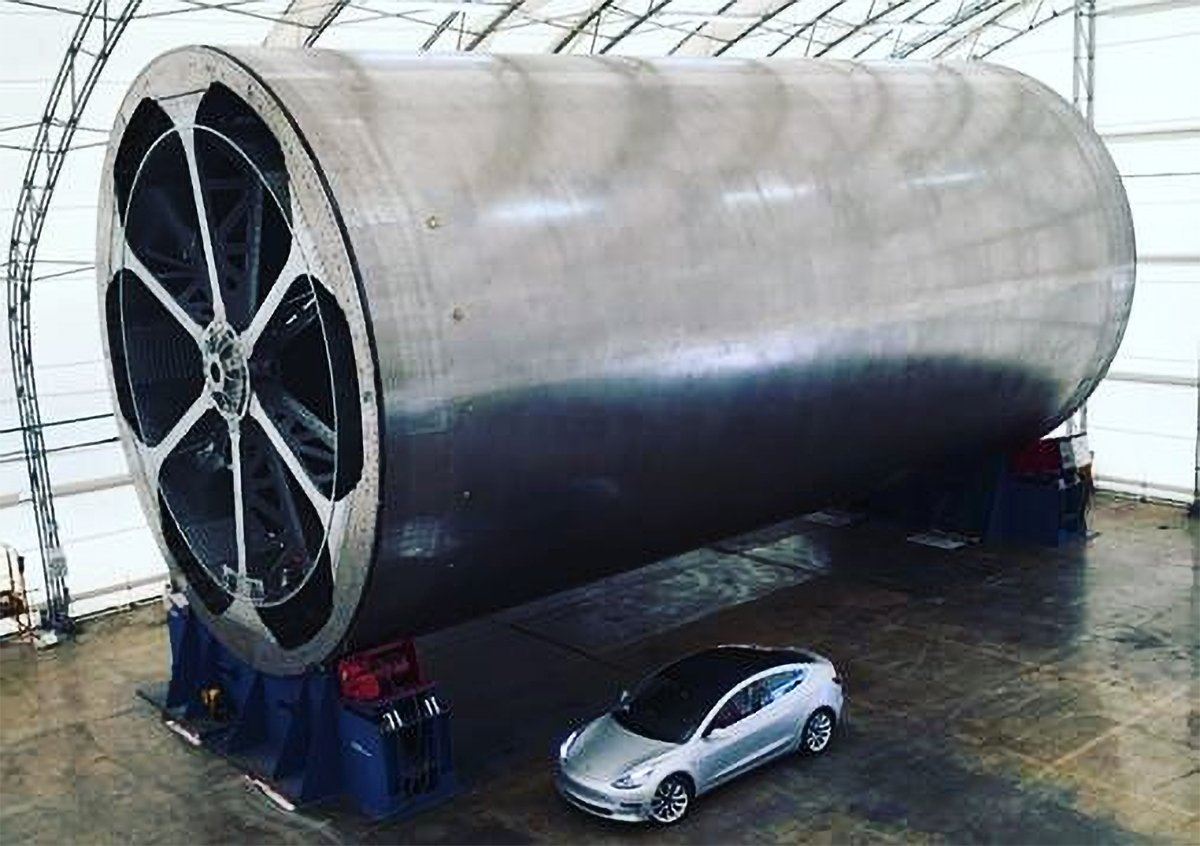 SpaceX's carbon fiber build tool for the BFR and BFS. Photo Credit: Elon Musk