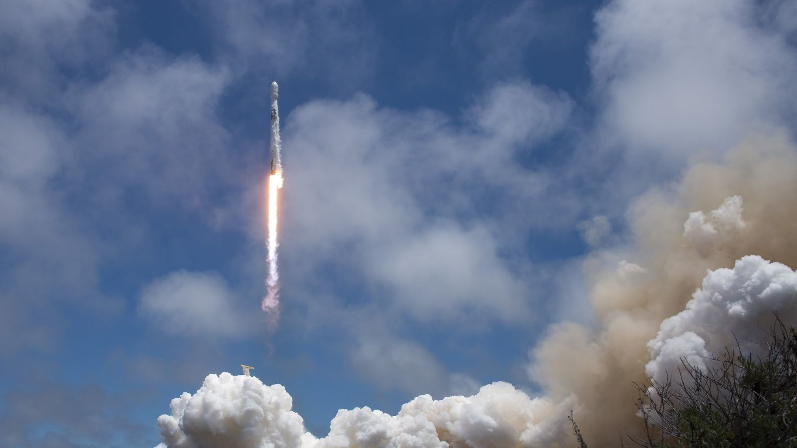 A SpaceX Falcon 9 soars skyward with five Iridium NEXT satellites and NASA's twin GRACE-FO spacecraft. Liftoff took place at 12:47 p.m. PDT (19:47 GMT) May 22, 2018, from Space Launch Complex 4E at Vandenberg Air Force Base in California. Photo Credit: Bill Ingalls / NASA