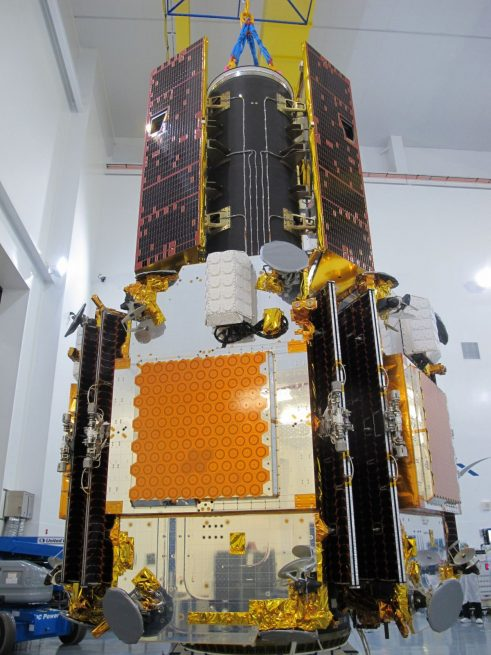 The twin GRACE-FO spacecraft, top, are stacked on top of the five Iridium NEXT satellites and are awaiting encapsulation. Photo Credit: Iridium Communications