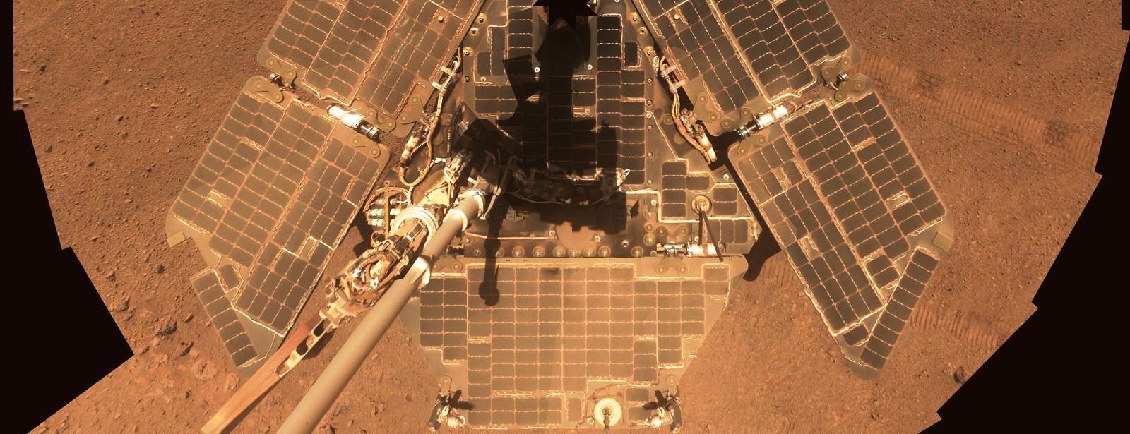 View of Opportunity solar panels in 2014. Image credit: NASA / JPL-Caltech / Cornell Univ./Arizona State Univ.
