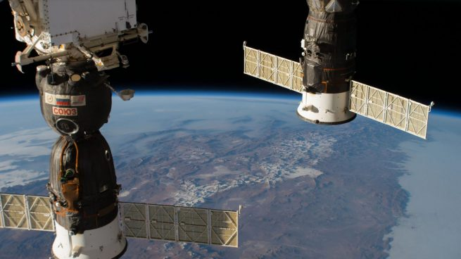 Space Station astronauts perform repairs on leak in space
