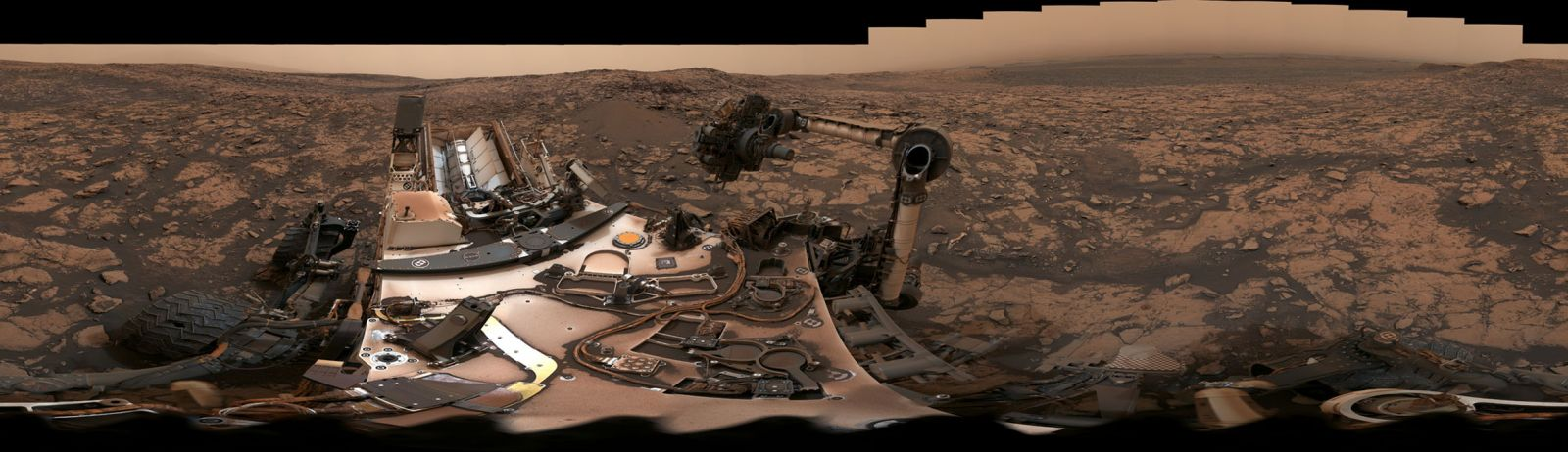 Panoramic view of Curiosity's surroundings. Image Credit: NASA / JPL-Caltech