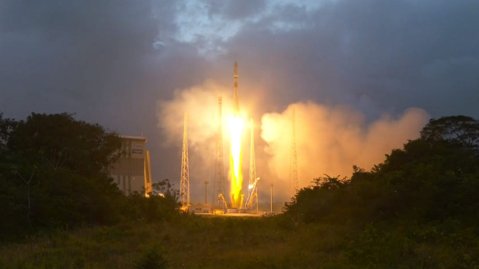 A Soyuz lifts off from the launch pad at the Guiana Space Center in South America to send the first six OneWeb satellites into orbit. Photo Credit: Arianespace