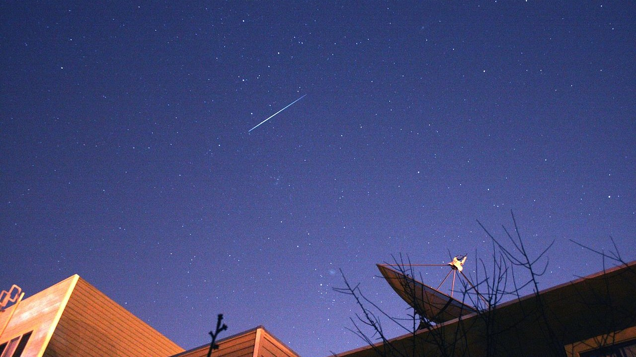 An iridium flare in 2007. Photo Credit: Brocken Inaglory
