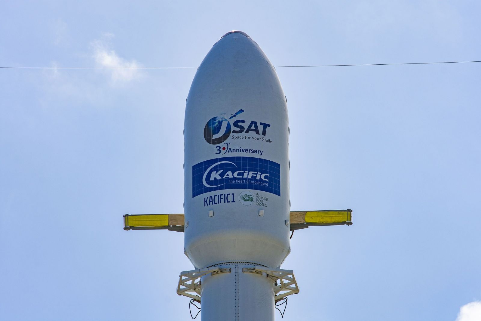 The Falcon 9's payload fairing containing the JCSAT-18 / Kacific-1 satellite. Photo Credit: SpaceX