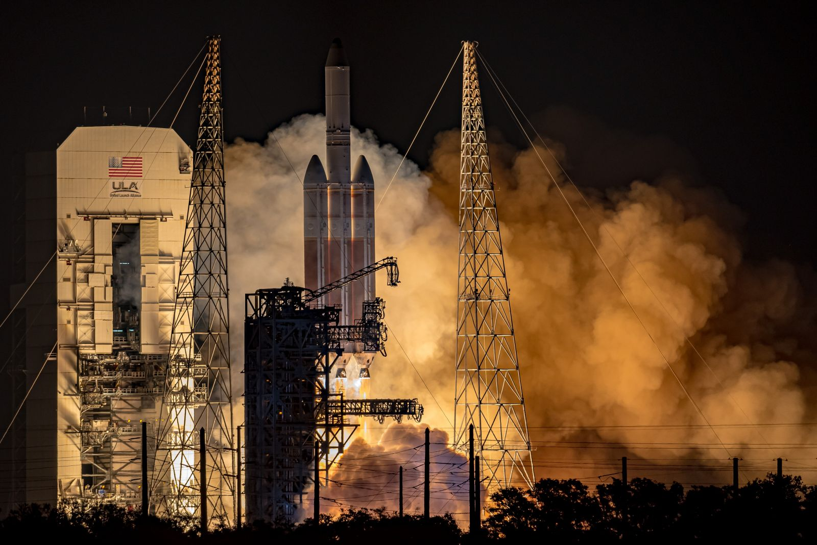 The ULA Delta IV Heavy carrying NROL-44 lifts off from Launch Complex 37 in Florida, Dec 10, 2020. The rocket carried a classified NRO satellite into orbit. Credit: Matt Haskell / Spaceflight Insider