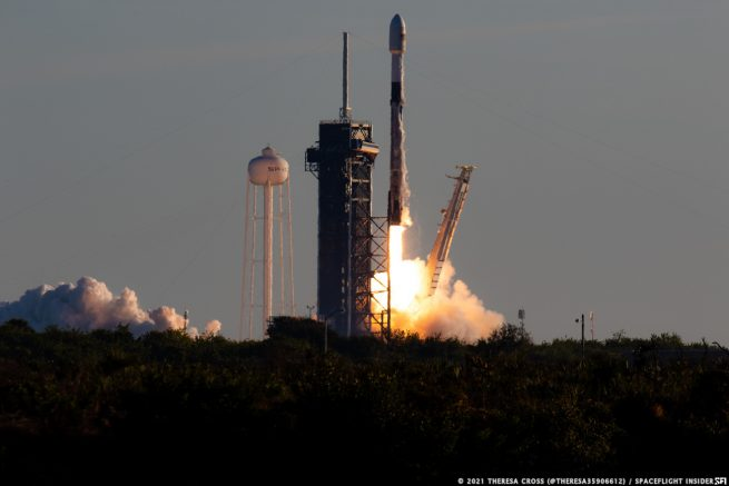 SpaceX launches its latest batch of Starlink satellites atop a Falcon 9 rocket. Credit: Theresa Cross / SpaceFlight Insider
