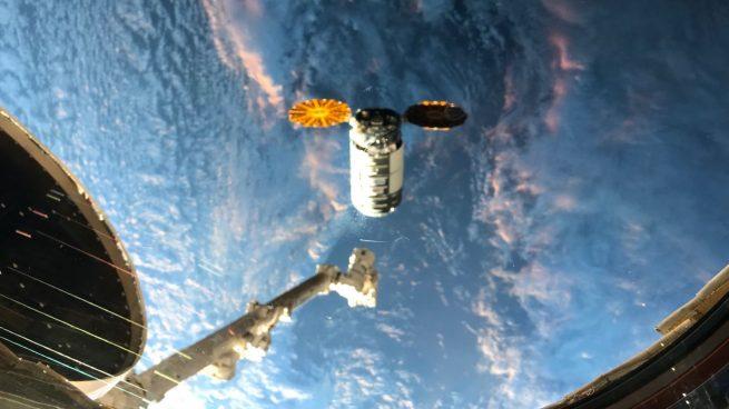 The NG-15 Cygnus spacecraft a few minutes before its capture by the robotic Canadarm2. Credit: Soichi Noguchi/JAXA
