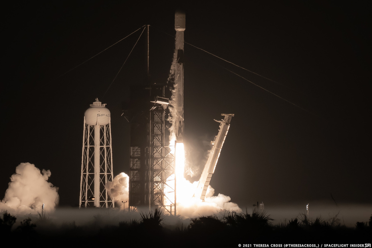 A Falcon 9 rocket launches for a record ninth time to send another 60 Starlink internet satellites into orbit. Credit: Theresa Cross / Spaceflight Insider