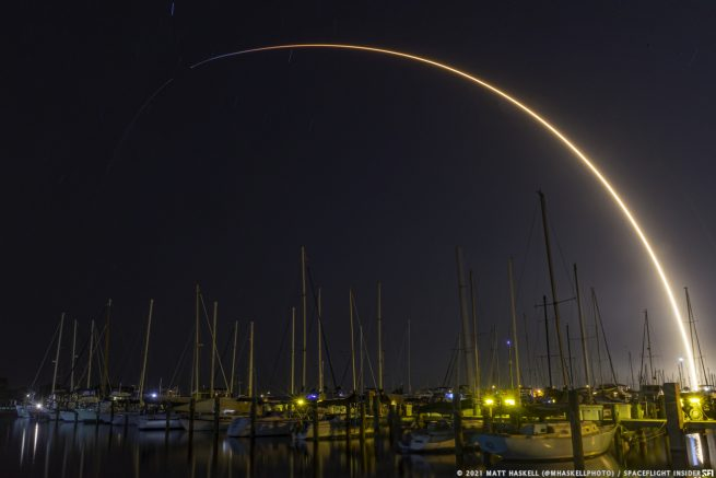 A Falcon 9 rocket soars into the Florida skies to deliver 60 Starlink satellites into orbit. Credit: Matt Haskell / Spaceflight Insider