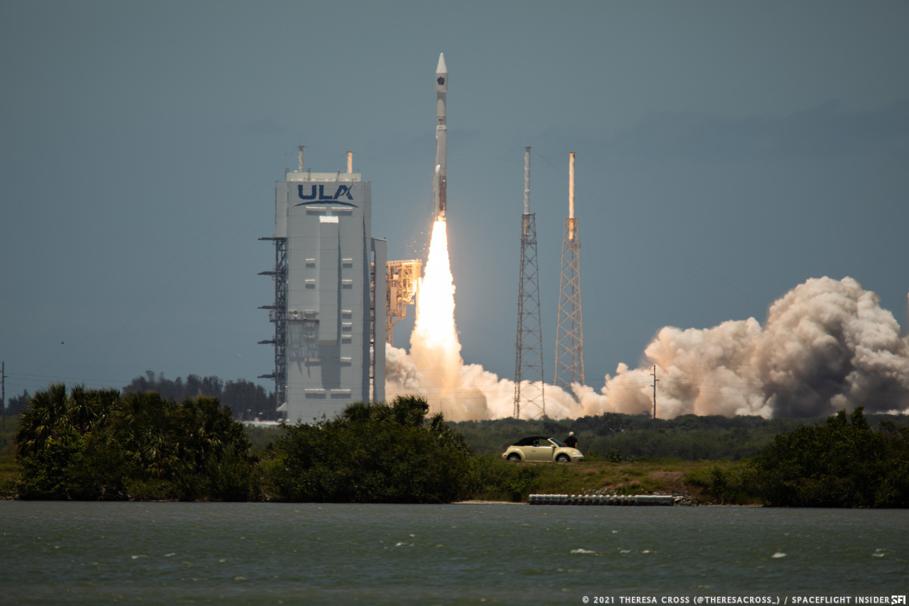 """The Atlas 5 """"421"""" with SBIRS GEO 5 takes to the skies at Space Launch Complex 41. Credit: Theresa Cross/Spaceflight Insider"""