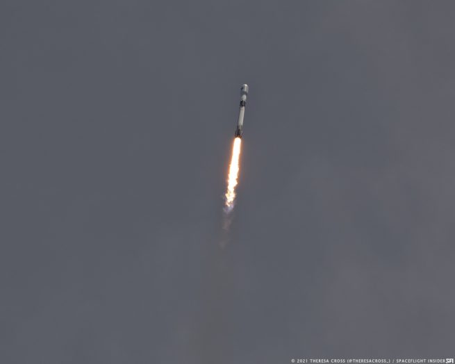 The Falcon 9 soars skyward with the GPS III SV05 satellite. Credit: Theresa Cross / Spaceflight Insider