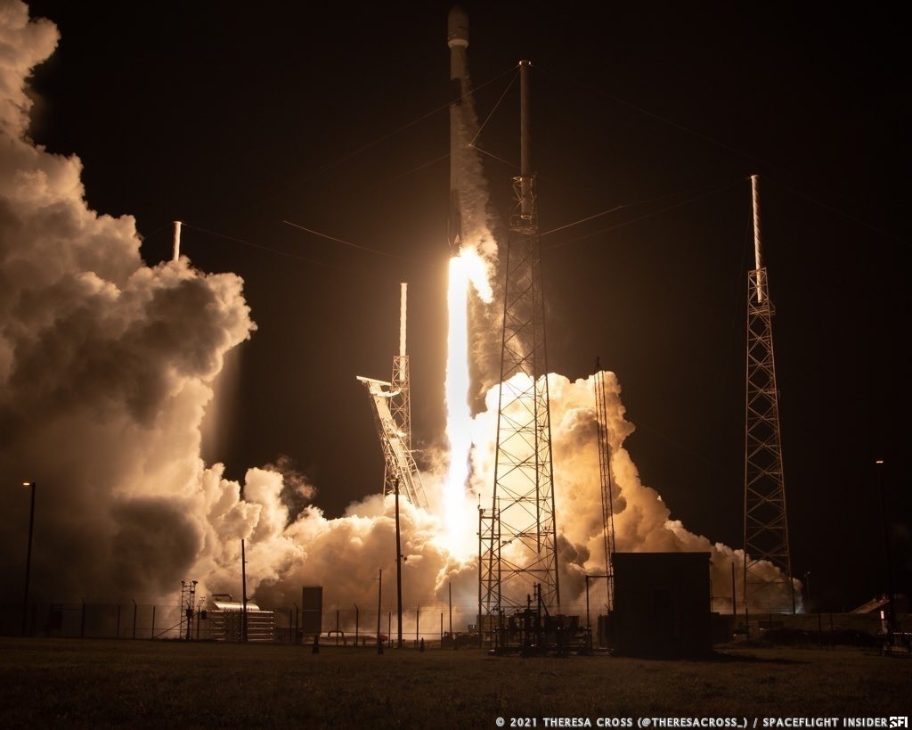 A Falcon 9 rocket turns night into day as it rises of the pad to send SiriusXM's SXM-8 satellite into orbit. Credit: Theresa Cross / Spaceflight Insider