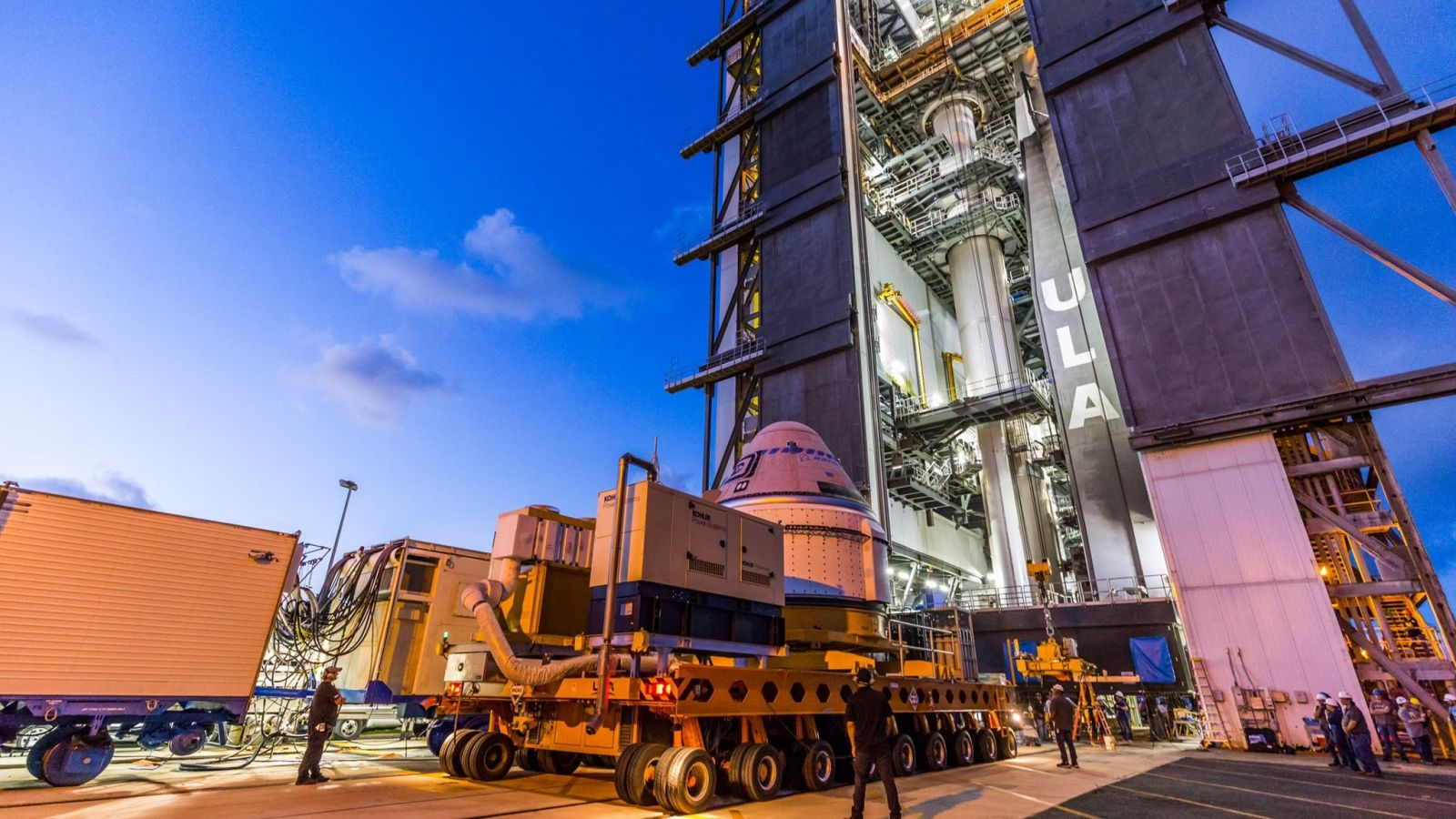 Starliner arrives at the Vertical Integration Facility to be lifted up and attached to the waiting Atlas 5 rocket. Credit: ULA