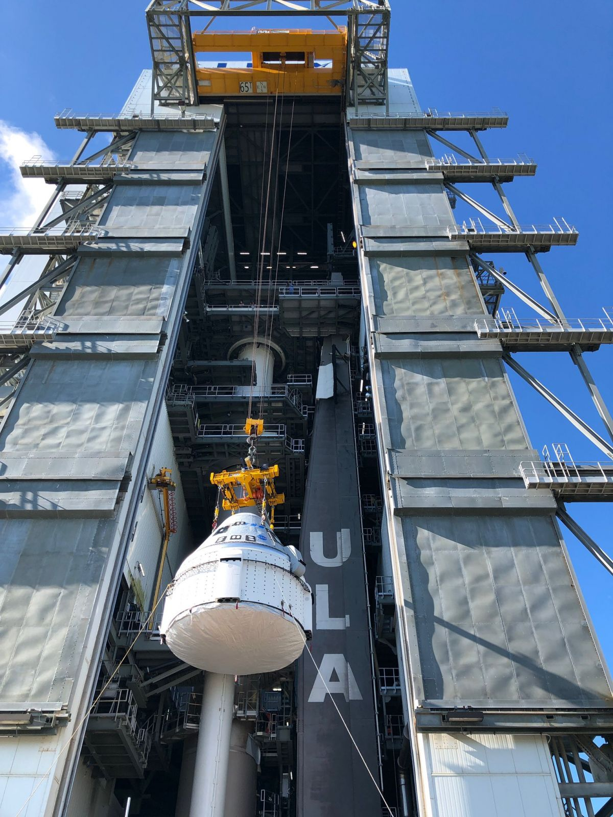 Starliner is hoisted to the top of the Atlas 5 stack to be attached to the rocket in advance of its OFT-2 mission. Credit: ULA