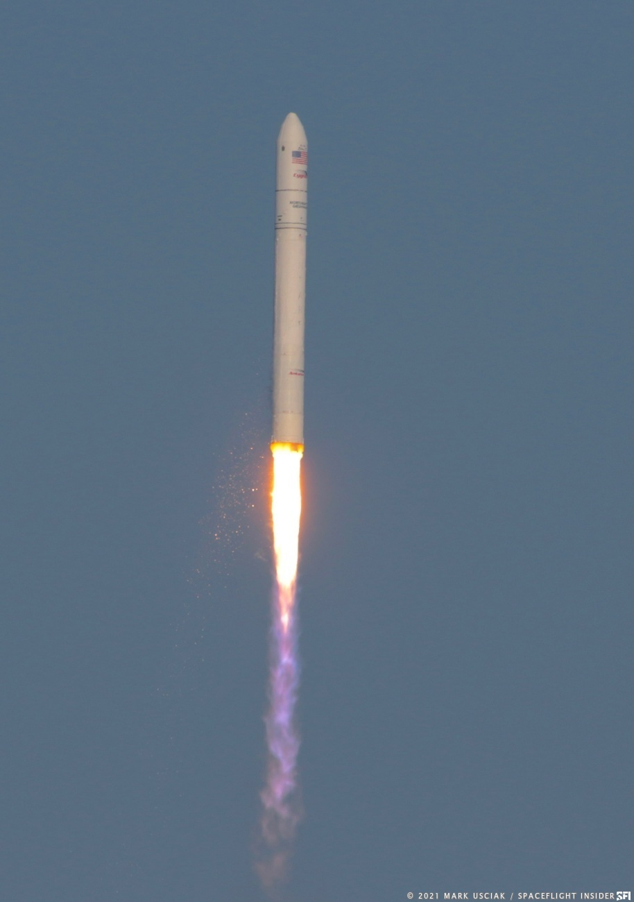Antares with NG-16 Cygnus soars toward space. Credit: Mark Usciak / Spaceflight Insider