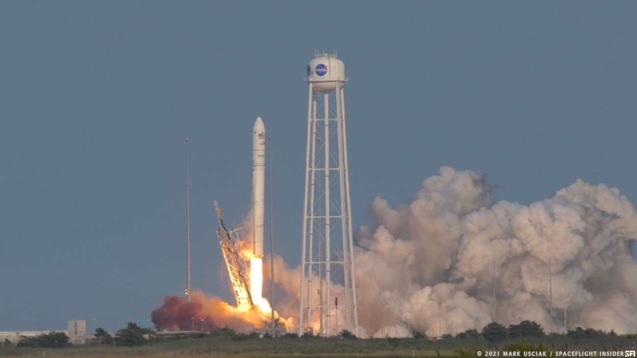 The Antares rocket with the NG-16 Cygnus spacecraft lifts off pad 0A on Wallops Island, Virginia, to begin its journey to the International Space Station. Credit: Mark Usciak / Spaceflight Insider
