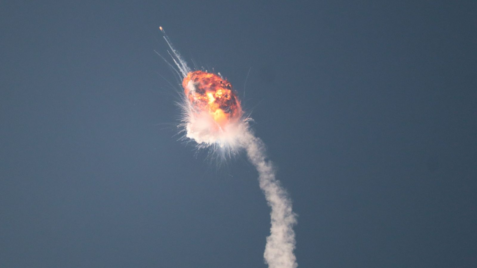 Several minutes after launch, Firefly Aerospace's first Alpha rocket exploded. Credit: Lavie Ohana / Space Scout (@wearespacescout)